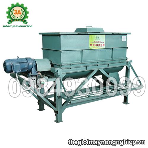 máy trộn nguyên liệu chăn nuôi 3A5,5Kw